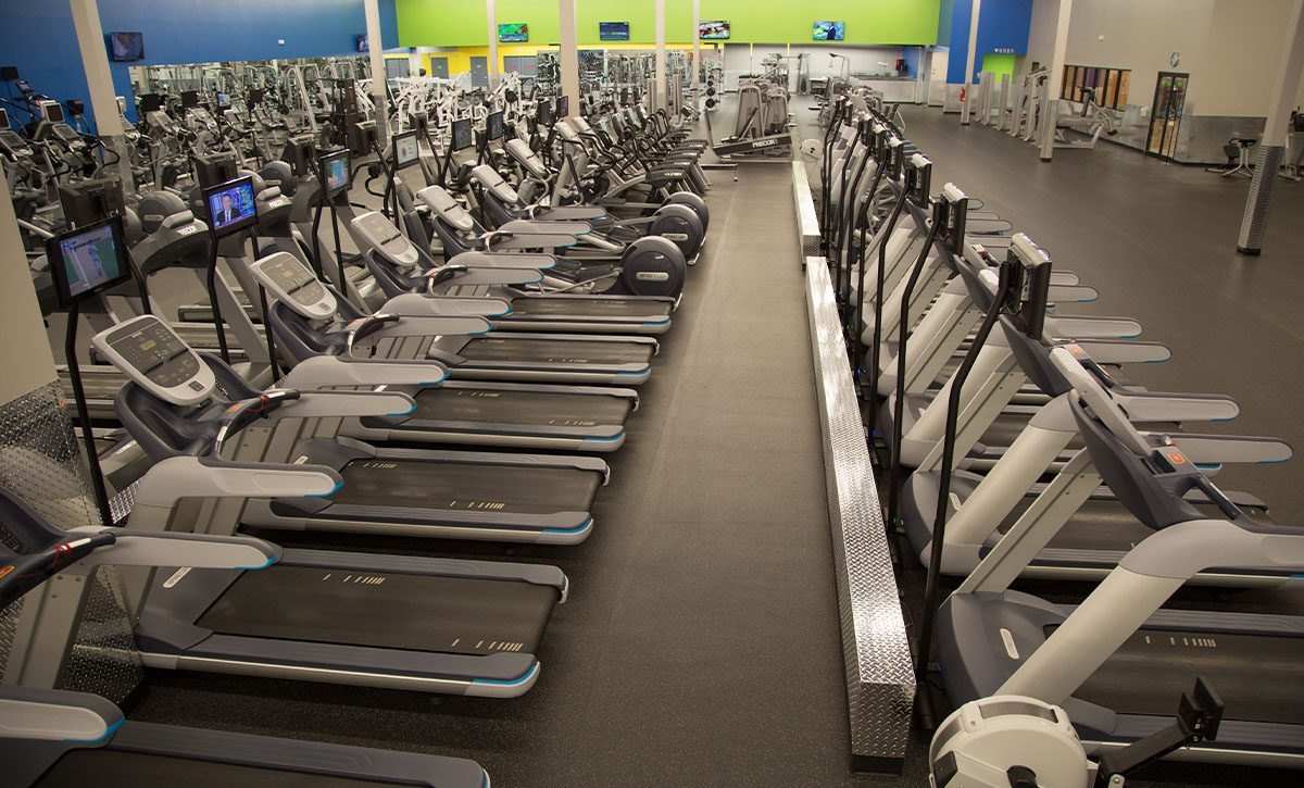 rows of cardio machines ie treadmills in east tulsa